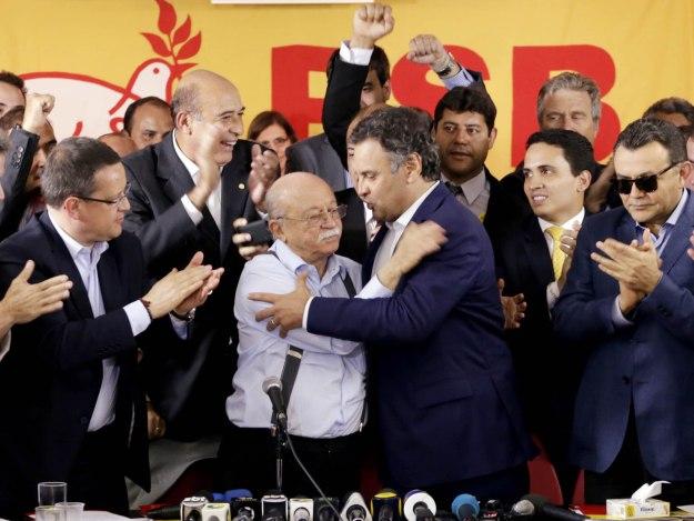 Roberto Amaral, presidente do PSB: 'Recebi com bons modos a visita do candidato escolhido pela nova maioria. [...] O apoio a Dilma representa mais avanços e menos retrocessos, ou seja, é, nas atuais circunstâncias, a que mais contribui na direção do resgate de dívidas históricas com seu próprio povo, como também de sua inserção tão autônoma quanto possível no cenário global'